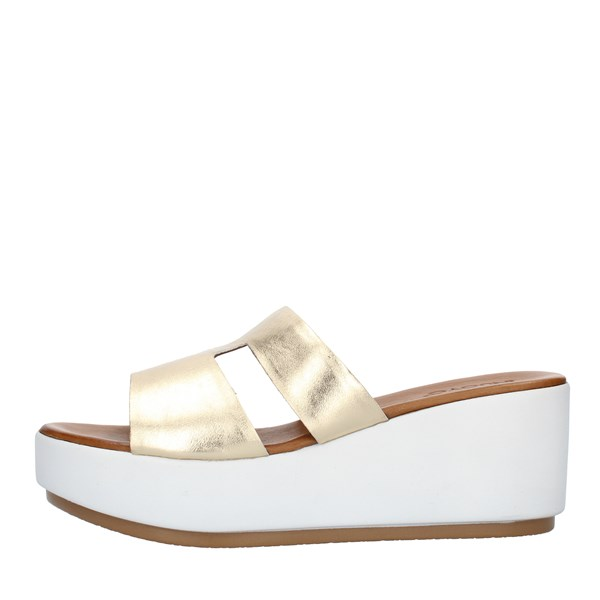 Inuovo SANDALS WITH WEDGE Gold